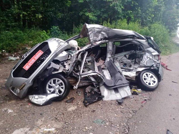 नवलपरासीमा ट्रक र कार ठोक्किदा ५ जनाको मृत्यु